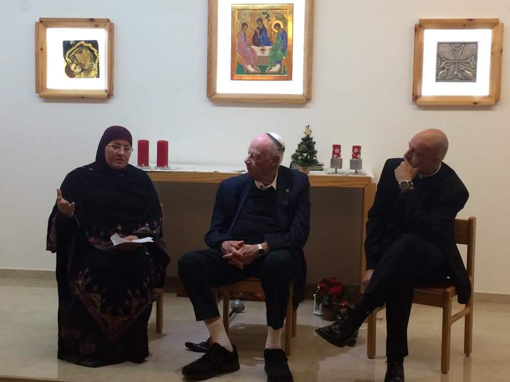 גדיר האני בפנל הדברות עם כומר ורב