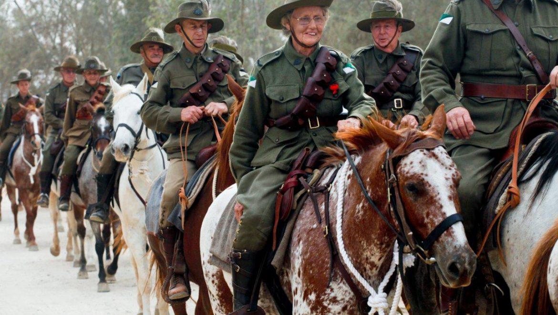 """הנכדים והנינים האוסטרלים בשחזור הקרב על ב""""ש צילום- קקל"""
