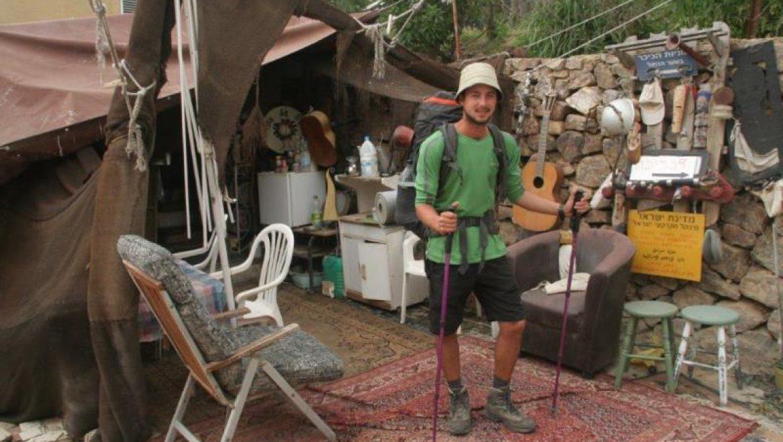 יניב  מאחוזת ברק באוהל של עופר - אצל משפחת שיף צילום-חוה לוי