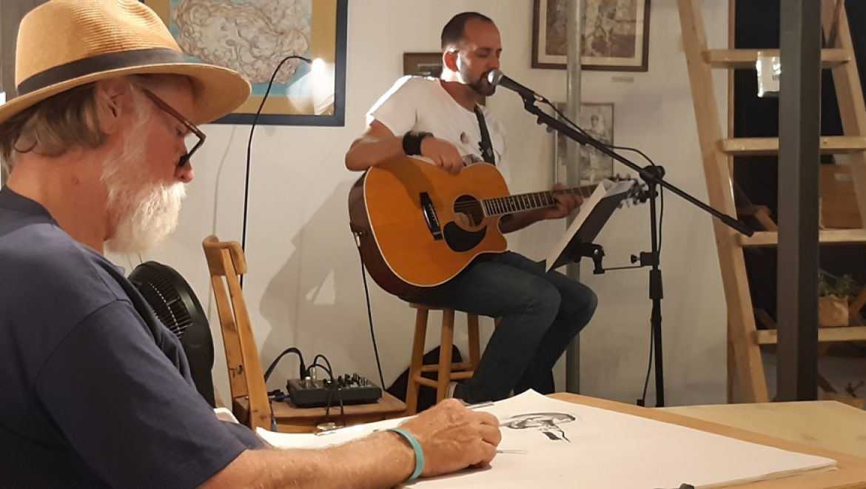 בסטודיוקופי בערד-אומן מקומי מארח מוזיקאי מקומי להנאת הסועדים צילום-ענת רסקין