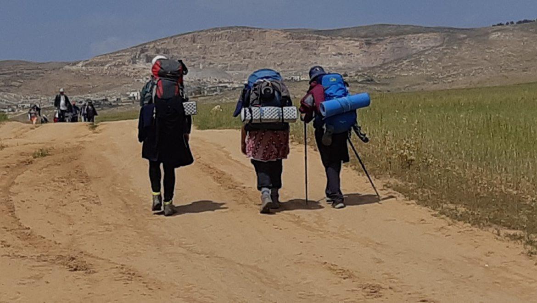 תרמילאיות מטיילות בשביל ישראל צילום-ענת רסקין
