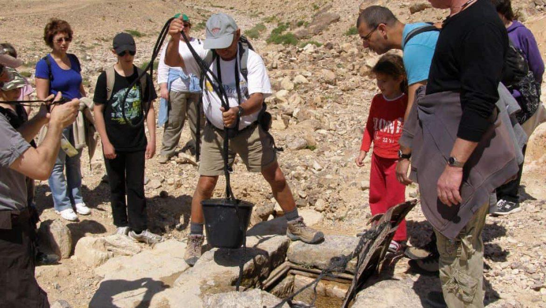 בור מים פעיל ליד חירבת עוזה צילום-דב פוניו
