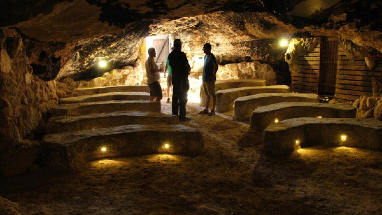 במערה בה מוקרן החיזיון האורקולי של סוסיא צילום-ענת רסקין