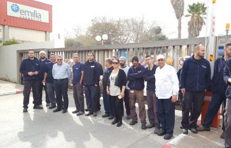 """במחאה על תנאי עבודתם- העובדים במפעל """"אמיליה קוסמטיקס"""" שבירוחם השביתו המפעל"""