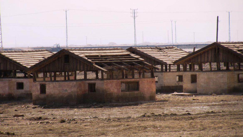 """""""מחנה העובדים"""" לרגלי הר סדום עומד נטוש צילום-ענת רסקין"""