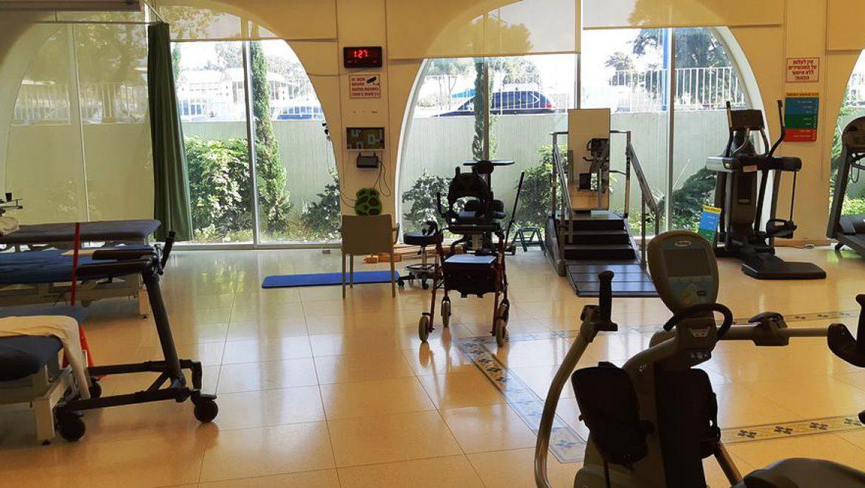 אולם פיזיותרפיה רחב ומאובזר במרכז עזרה למרפא בשדרות צילום-ענת רסקין