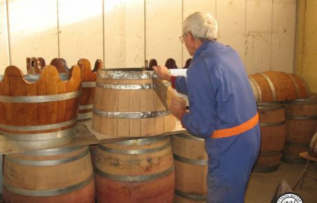 עיצוב בחביות יין בעבודת יד- הלפרין אברהם במיתר