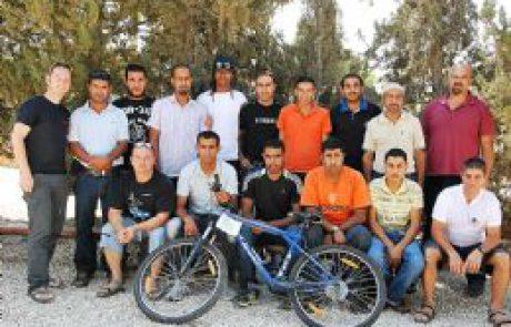 מועדוני הרכיבה על אופניים במדבר של ילדי הבדואים מאבו באסמה