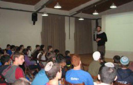 זהות יהודית בגי'נס-מפגש של נוער חילוני ונוער דתי-לאומי בנגב המזרחי