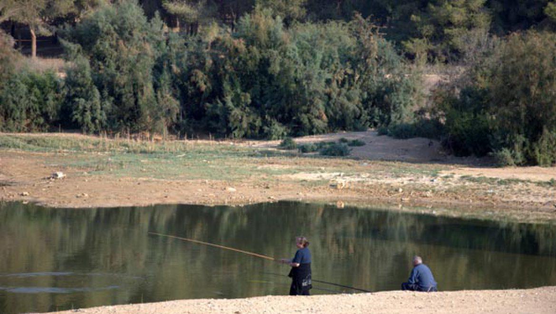 דייגים באגם ירוחם צילום-ענת רסקין
