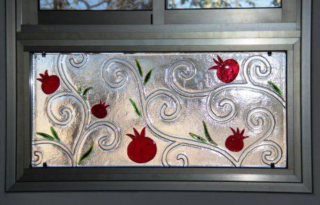"""יעל באט – עיצוב אומנותי בזכוכית, סטודיו """"שקוף"""", בית יתיר"""