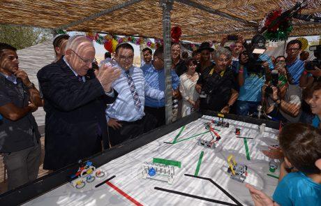 """נשיא המדינה רובי רבלין הגיע בחול המועד סוכות עם """"סוכת הנשיא"""" אל העיר ירוחם"""