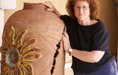 אומנית הקרמיקה נילי אורון מקבוץ להב