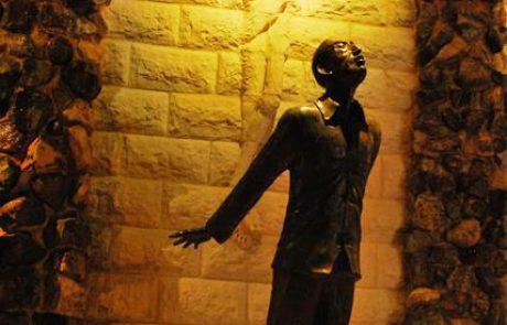 """מונומנט """"מקור הדמעות"""" של ריק ויניקי מערד- RICK WIENCKE/ FOUNTAIN OF TEARS"""