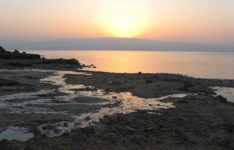 עינות קדם – מעיינות חמים בחוף ים המלח בין עין גדי למצפה שלם