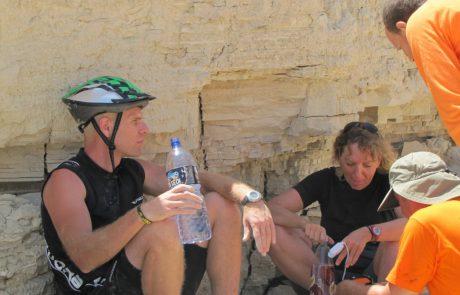 3 רוכבי אופניים איבדו דרכם בנחל פרצים