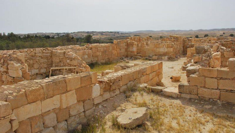 מצד ירוחם-שרידי מצודה מהתקופה הנבטית רומית צילום-ענת רסקין
