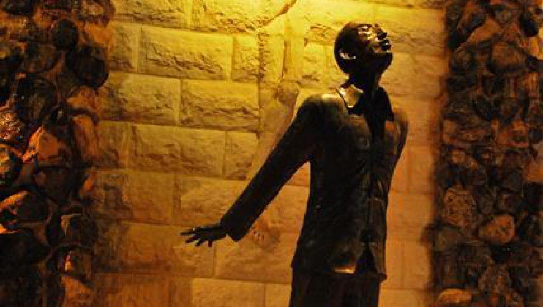 מונומנט מפל הדמעות של ריק ויניקי מערד צילום-ענת רסקין