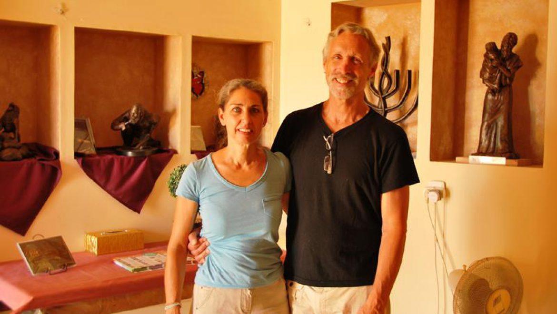 האומן ריק ויניקי  ואשתו דפנה צילום-ענת רסקין