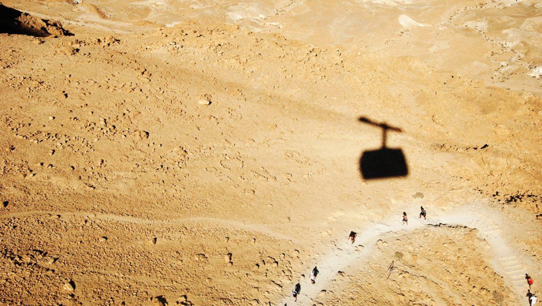 הרצים במרוץ לפסגת מצדה -מבט מהרכבל צילום-ענת רסקין