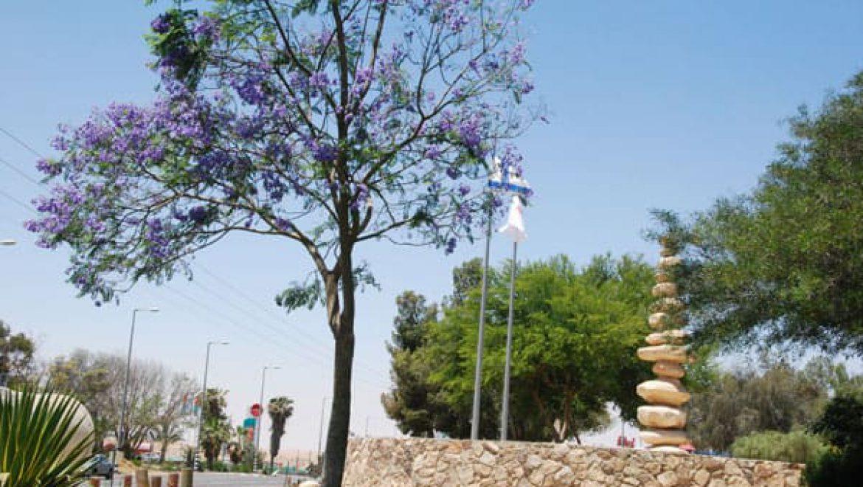 פסל הבולבוסים בכניסה לערד צילום-ענת רסקין