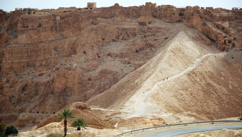 שביל הסוללה במצדה-מערב צילום-ענת רסקין