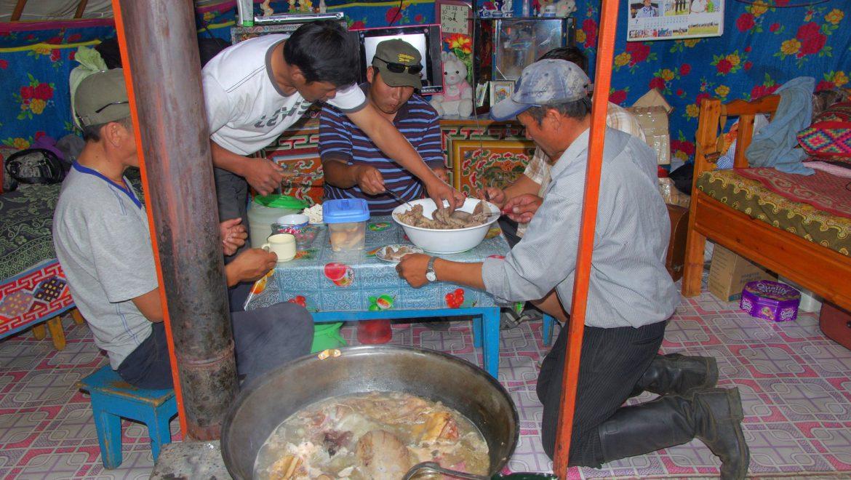 אירוח ב'גר' האוהל המונגולי צילום-אילן אביב