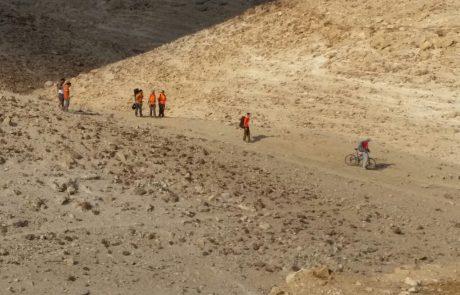 חולץ רוכב אופניים שנפל ונחבל קשה בשביל ליד ערד