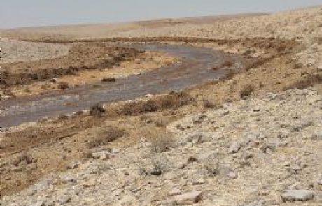 מים חומציים גלשו מבריכה במפעל רותם אמפרט במישור רותם לנחל אשלים