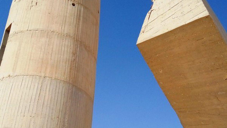 אלמנט עמוד השמירה ובריכת המים באנדרטת הנגב צילום-ענת רסקין