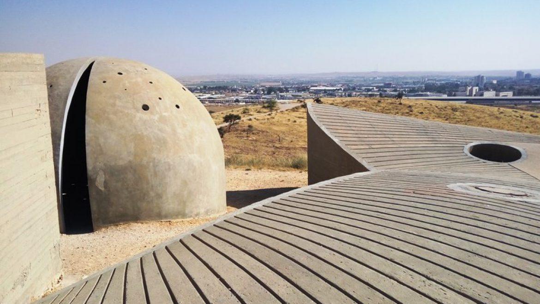 18 אלמנטים מבטון חשוף באנדרטת הנגב צילום-ענת רסקין