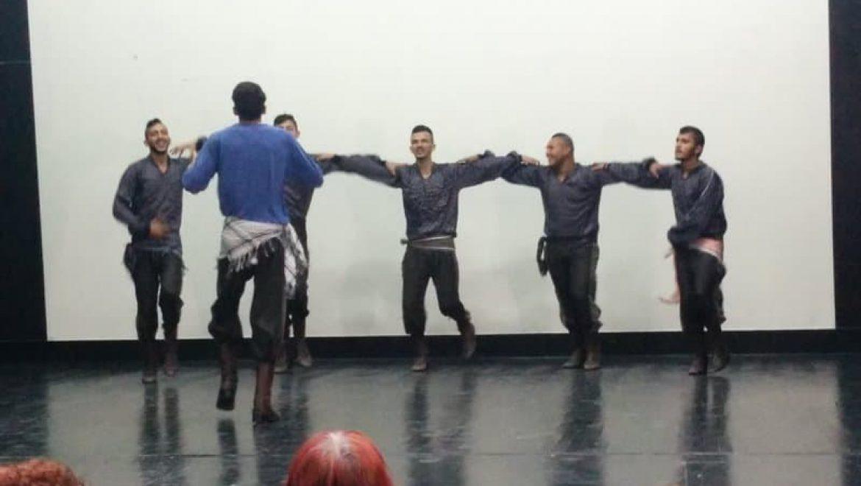 רקוד דבקה של הלהקה המקומית ברהט צילום-ענת רסקין